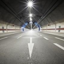 Lampadaire de tunnel à LED à Prague, République Tchèque