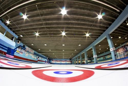Luminaires industriels LED salle de sport à Francfort, en Allemagne